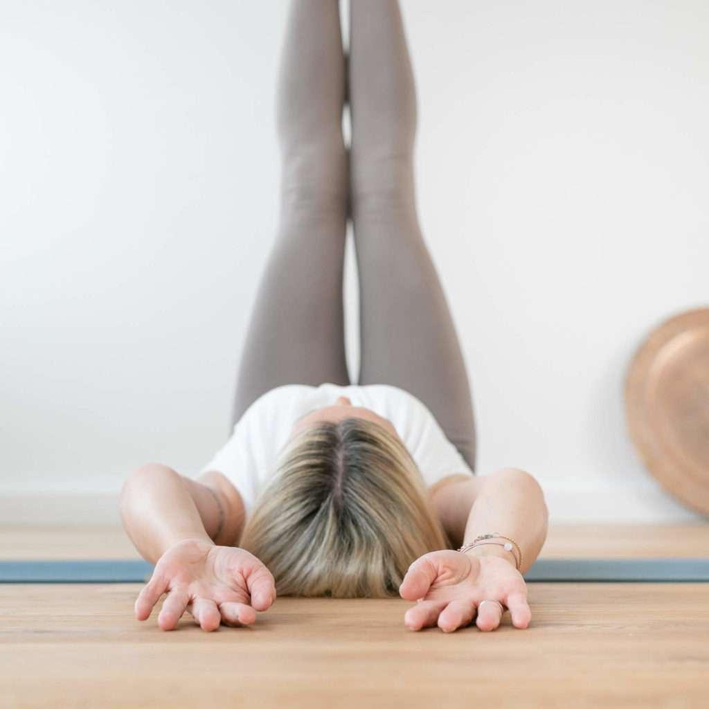 Yogatrainerin Lisa Schopp