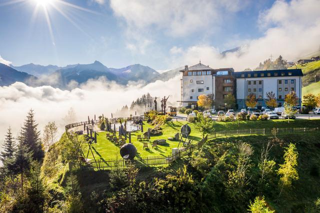Yoga Reisen Blick zum Hotel Goldberg